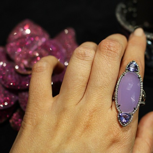 Tanzanite makes for a great accent stone! Love this ring from @andreolifinejewelry and the bejeweled flower brooch in the background is made of titanium! Super light-weight for its size! #LUXURYbyJCK #GemGossipdoesVegas