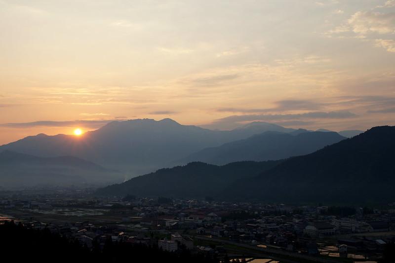 八海山脇から昇る朝日_201505_NO2