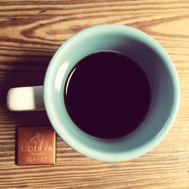 久々に深〜い煎りの苦いコーヒー淹れた。 だいぶ早く薄めに淹れたけど、どちらかというと苦手。 とはいえ、浅煎り過ぎるのも苦手。 疲れる。  とにかく薄い方がコーヒーは好みらしい。