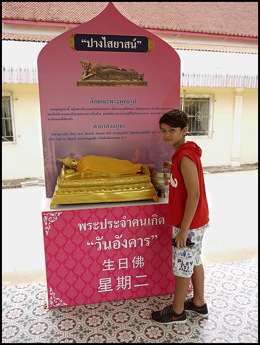 Making a Donation at Wat Sri Sunthorn