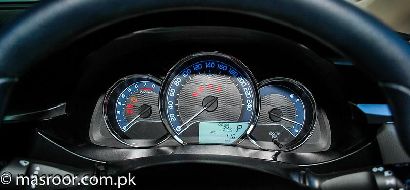 11th Generation Toyota Corolla Pakistan - 18080097428 fd19407f01 c