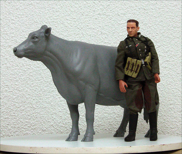 1/6 Scale Holstein Friesian Cow