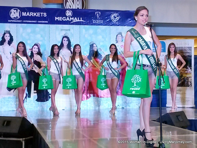 15-Miss-Earth-2015 #SMGreenBag Fashion-Show-014