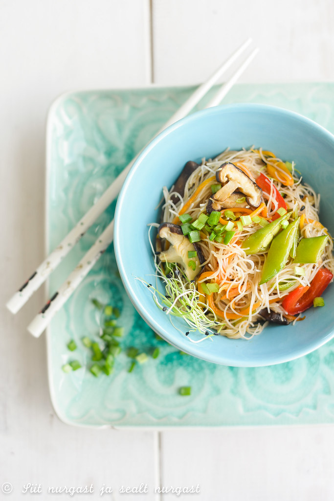 riisinuudlid köögiviljadega