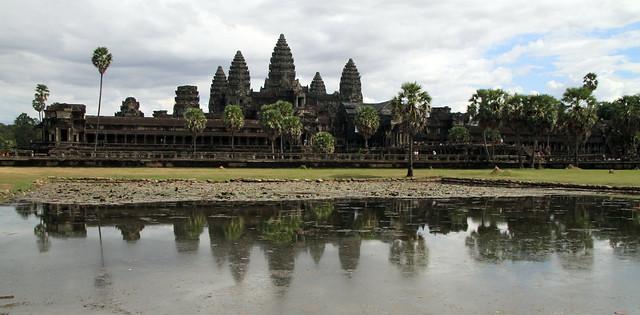 Angkor Wat Templo y reflejo