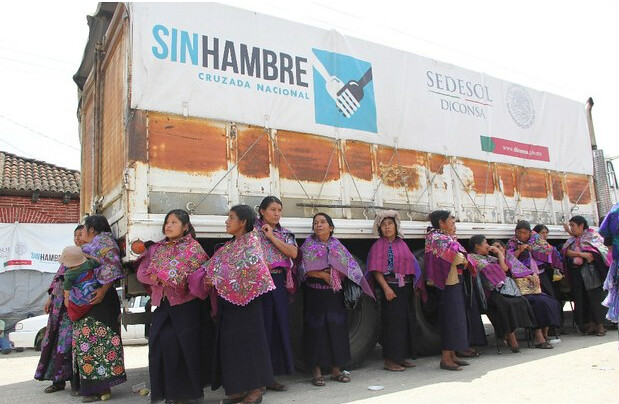 Red de priístas y amigas de Robles operan apoyos sociales en el país