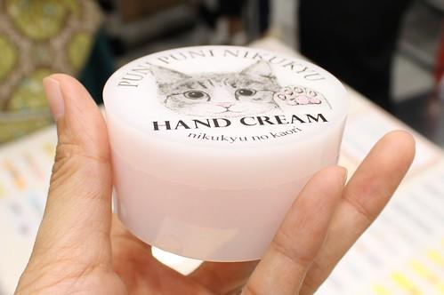 猫の肉球の香りハンドクリーム(人間用)3