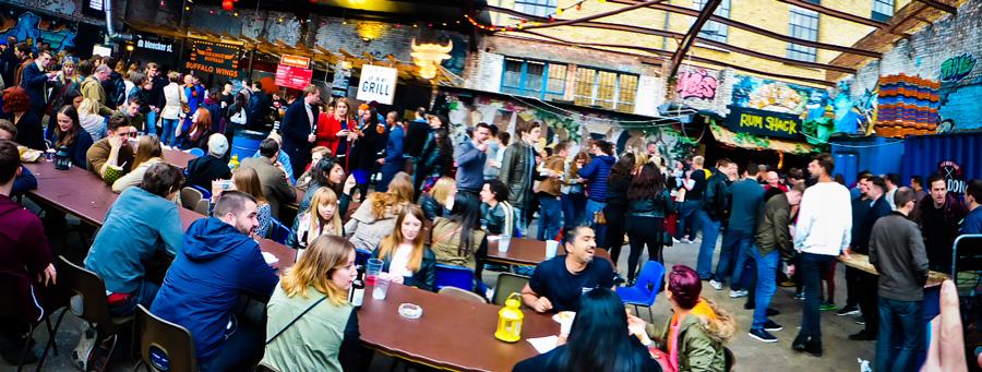 Panoramic-shot-at-Dalston-Street-Feast,-London
