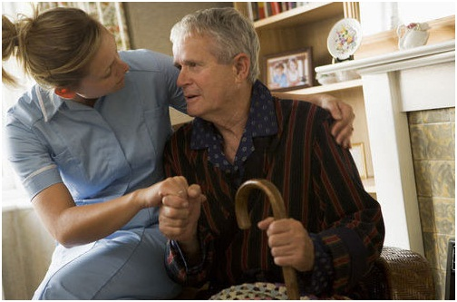 Sự chăm sóc của gia đình đóng vai trò quan trọng điều trị bệnh Parkinson