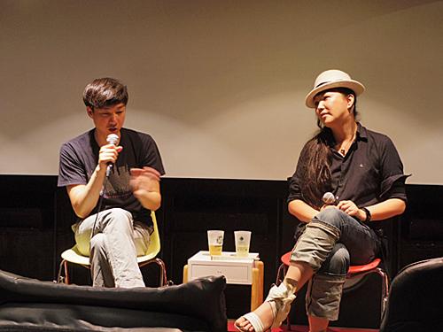 「松永大司監督七番勝負」初日の『ピュ~ぴる』上映後のトークショーにて、ピュ~ぴるさん(右)、松永大司監督(左)