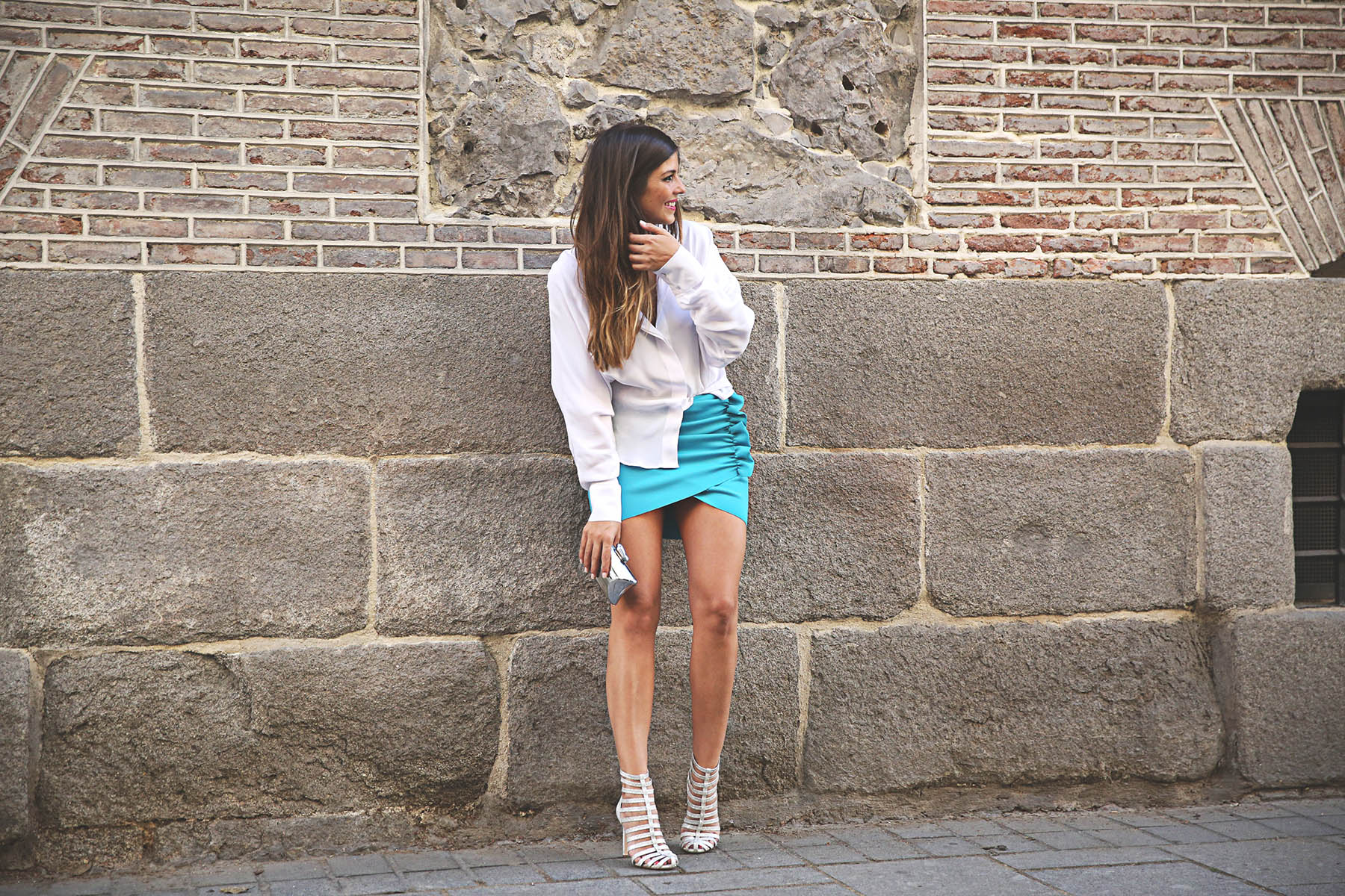 trendy-taste-look-outfit-street-style-ootd-blog-blogger-fashion-spain-moda-españa-lolali-blue-neopreno-azul-falda-blusa-bcbg-338-sandalias-serpiente-6