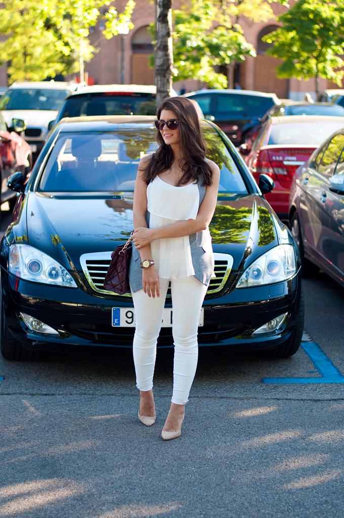look-con-pantalon-blanco