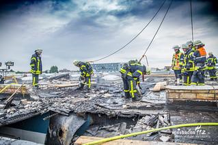 Rauchentwicklung Dachkonstruktion auf Lagerhalle in Kelsterbach - 01.06.2016