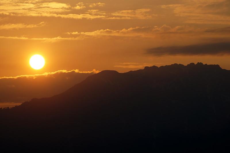 八海山脇から昇る朝日_201505_NO3