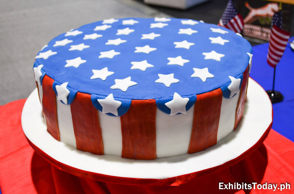Cake styled in American flag