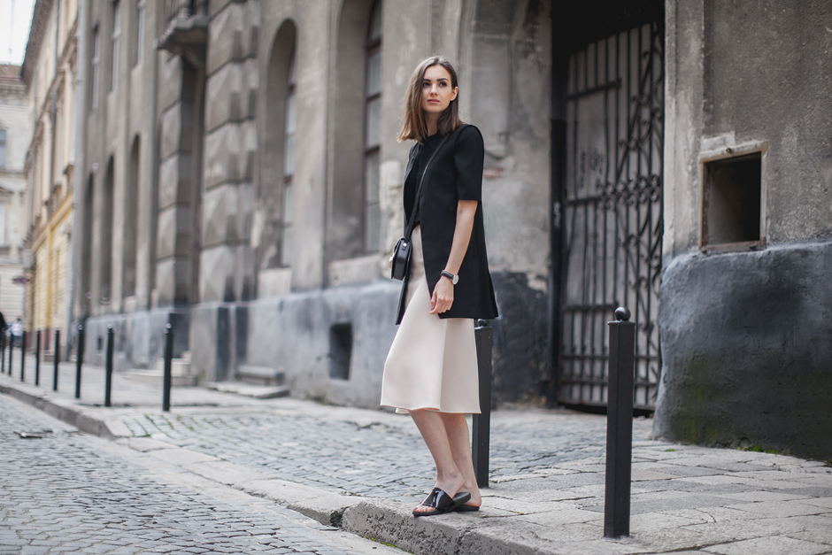 minimalistic-beige-and-black-outfit-fashion-blog
