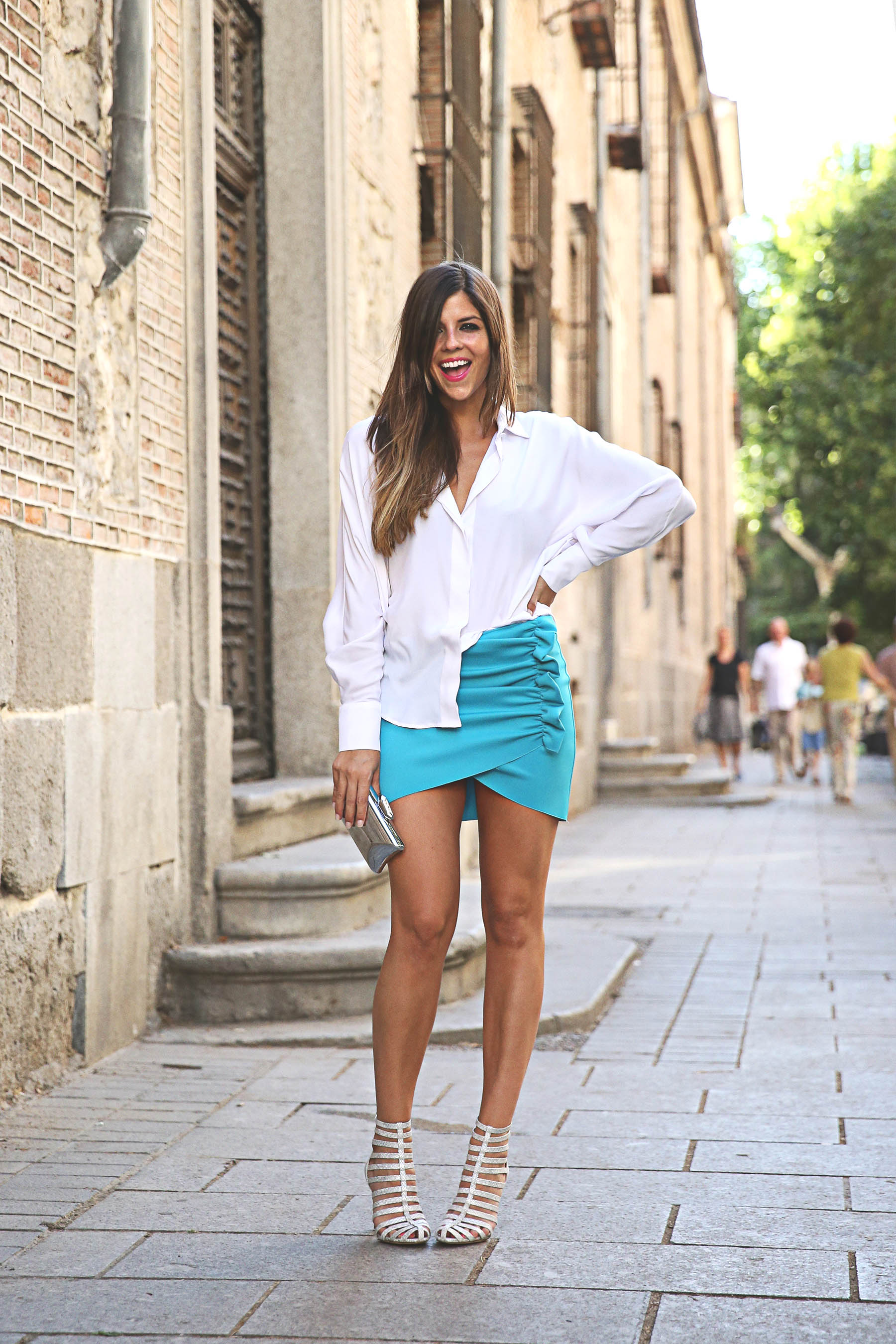 trendy-taste-look-outfit-street-style-ootd-blog-blogger-fashion-spain-moda-españa-lolali-blue-neopreno-azul-falda-blusa-bcbg-338-sandalias-serpiente-9