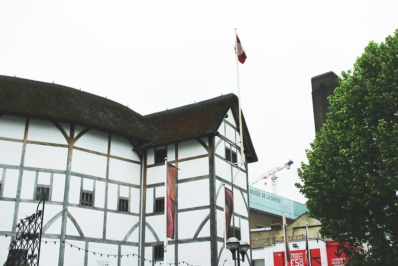 Trip4Real Black Cab London Tour Shakespear's Globe