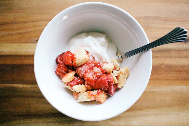 greek yogurt 52 ways: no. 17 shortbread strawberry crumble