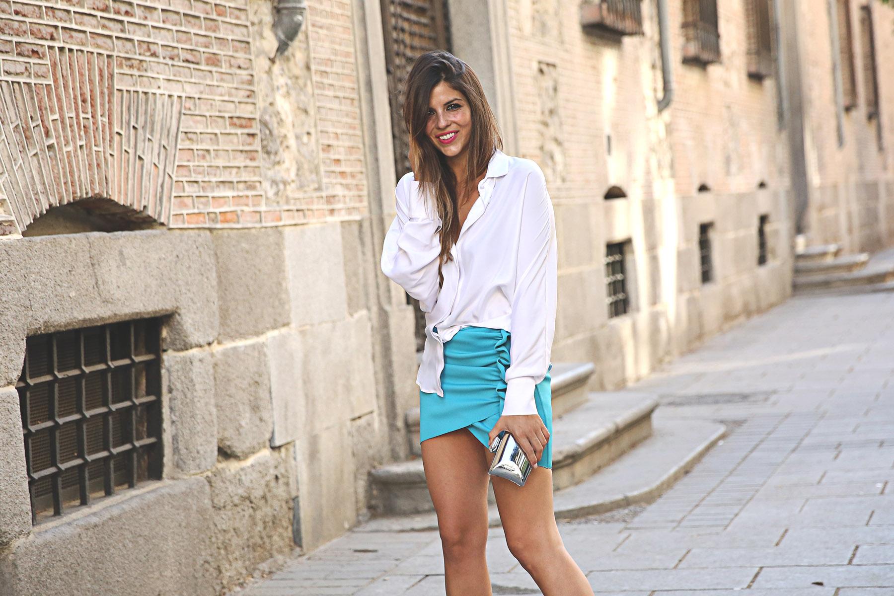 trendy-taste-look-outfit-street-style-ootd-blog-blogger-fashion-spain-moda-españa-lolali-blue-neopreno-azul-falda-blusa-bcbg-338-sandalias-serpiente-3