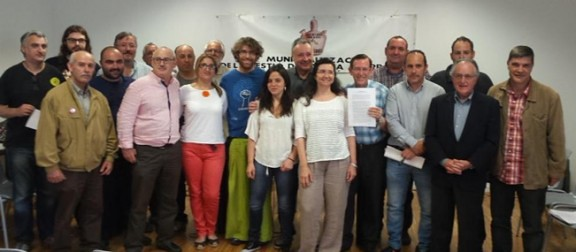 Representants de les entitats i associacions signants del document del Pacte Social de l´Aigua de Terrassa, entre elles CGT
