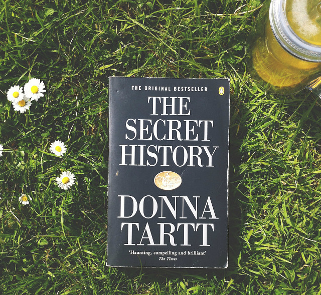 the secret history donna tartt uk lifestyle book blog how to organise your holiday reads