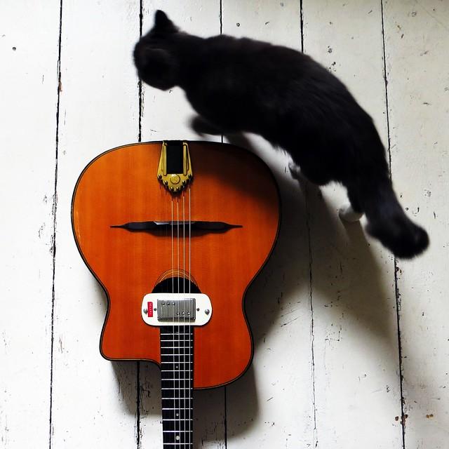 pimped-up-guitar