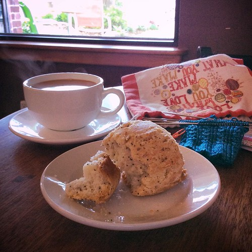 I admit to feeling some TNNA envy - but hey, there's some pretty nice stuff in my own hometown, including gluten-free lemon poppyseed scones at Rao's 😀 #notattnna #amherstma #glutenfree #knit #knitsocks #bluepeninsula