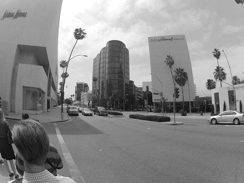 14.36.40 Walk On Wilshire
