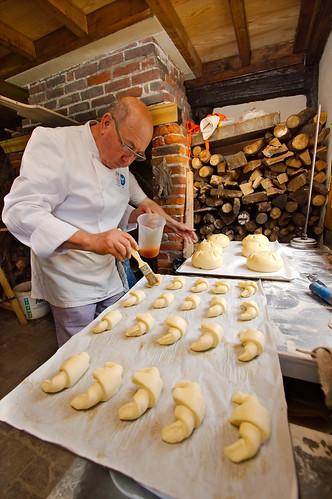 Jean-Pierre Supplice du CFA de Rouen prépare des croissants