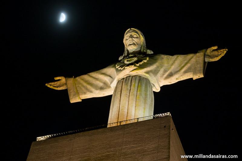 Ya es noche sobre el Cristo Rei