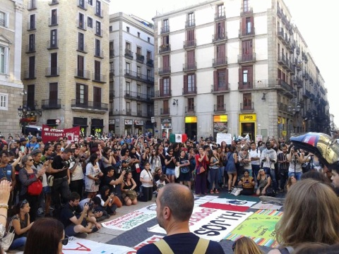 Manifestació #ayotinapa a barcelona a plaça st. Jaume