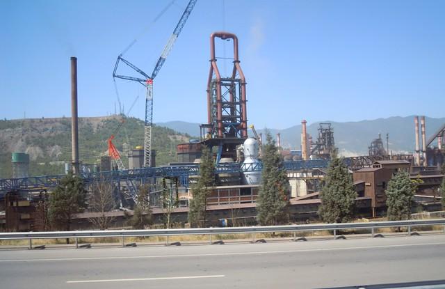 番紅花城外的煉鋼廠高爐區