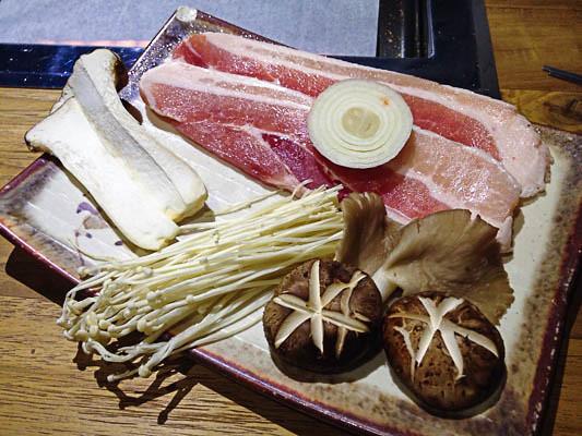san-nae-deul-korean-bbq-pork-mushrooms