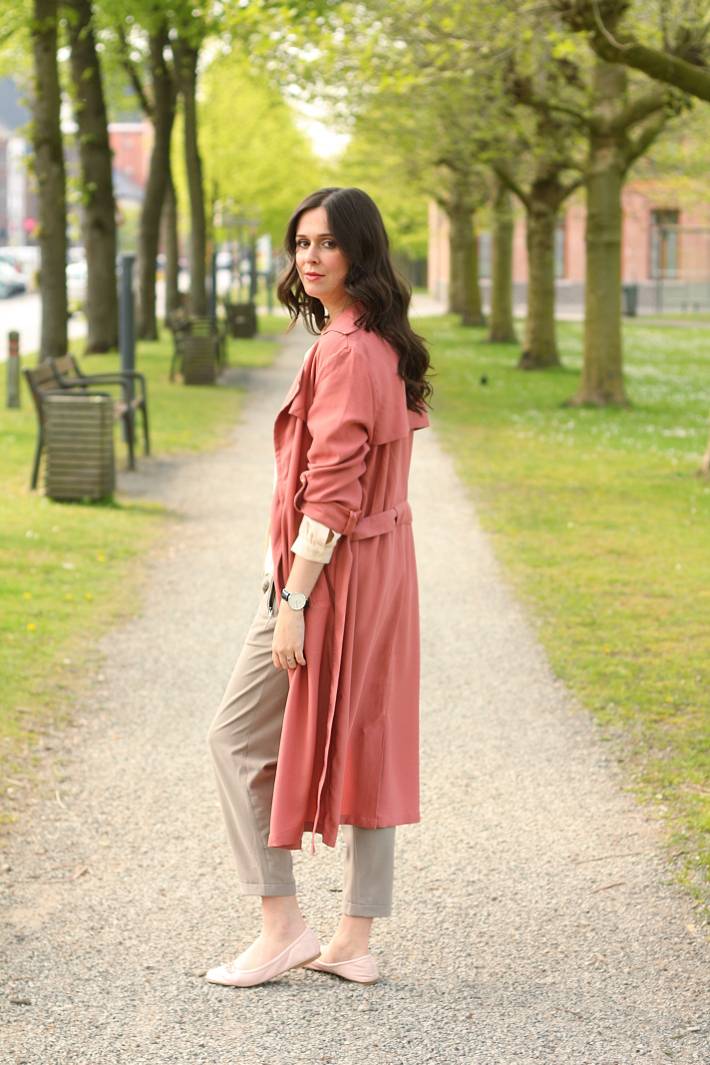 outfit pink duster coat silk blouse loose trousers and ballet flats  sc 1 st  The Styling Dutchman & Outfit: ballet inspired in silk blouse and duster coat - THE STYLING ...
