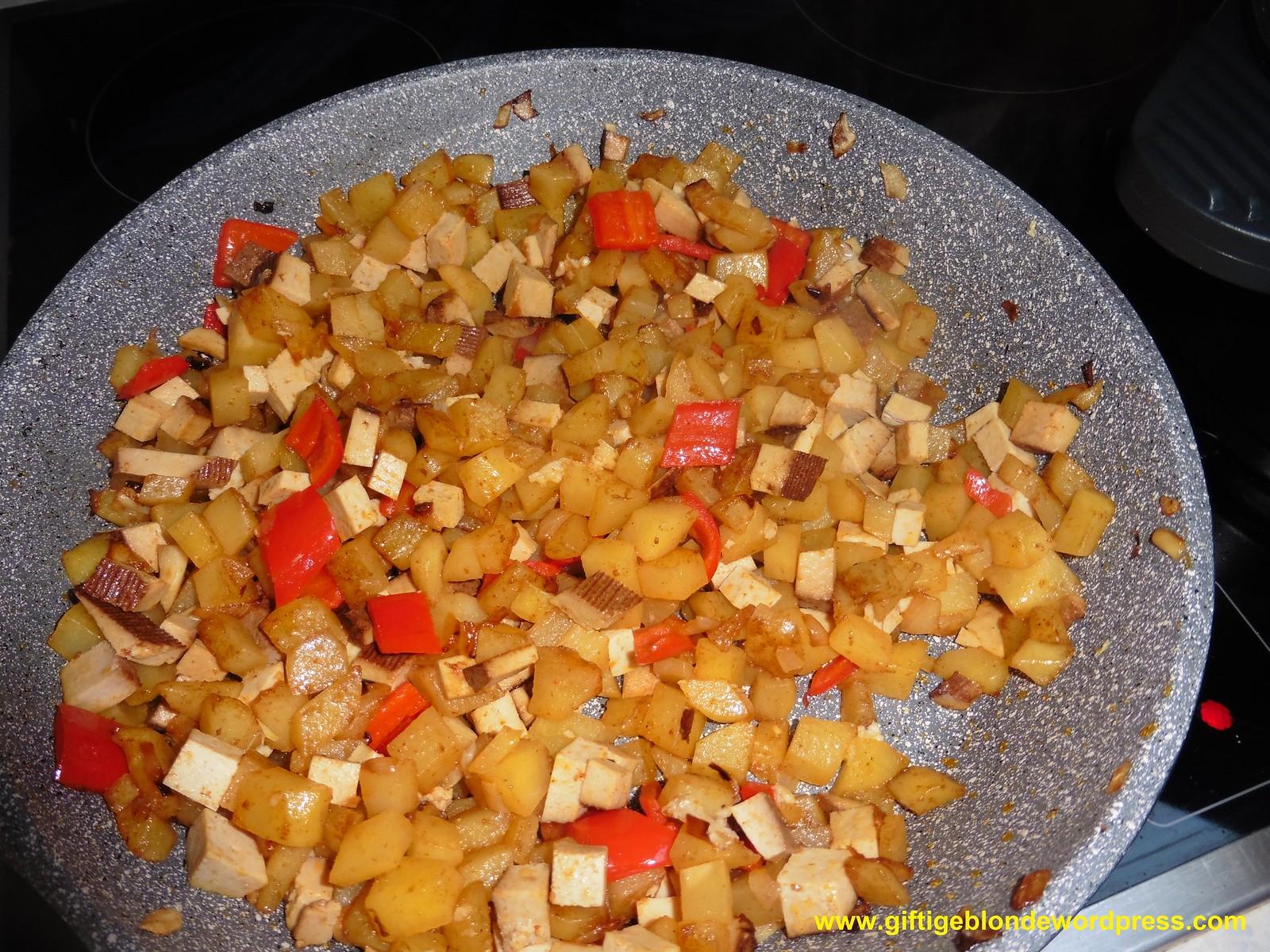 Bratkartoffel-Paprika-Räuchertofu Pfanne