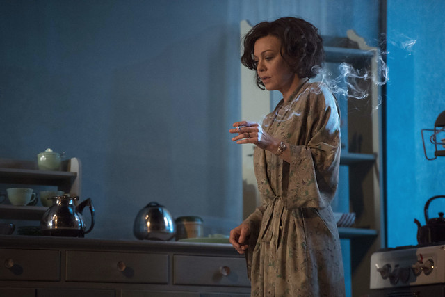 Helen McCrory in The Deep Blue Sea. Image by Richard Hubert Smith