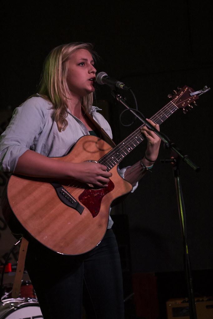 Andrea Von Kampen at Duffy's Tavern | May 27, 2015