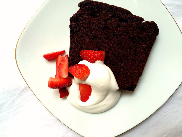 everyday chocolate cake / from magnolia bakery