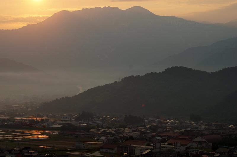 八海山脇から昇る朝日_201505_NO4