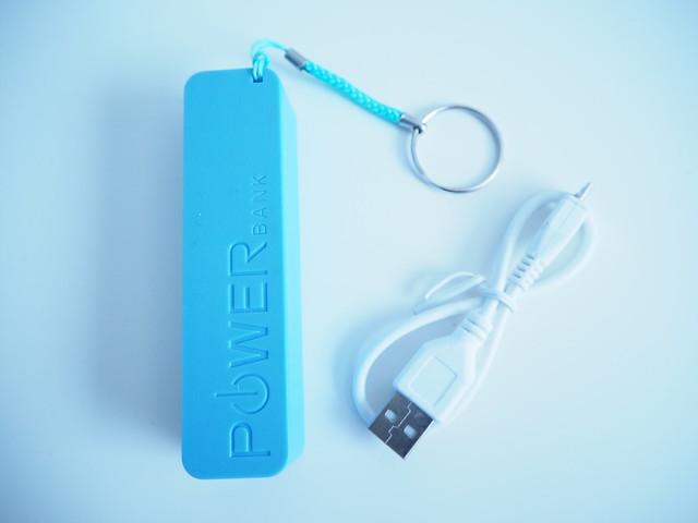 iphone6laturi, mini in the box, online, shopping, ostokset, netti ostos, tilaus, puhelin, iphone, väline, tarvike, matka akku, matka laturi, tilata,  netistä, sininen, power, matka-akku, virtaa, akku, laturi, ladata puhelinta reissussa, ladata puhelinta matkalla. lisää virtaa, more power,