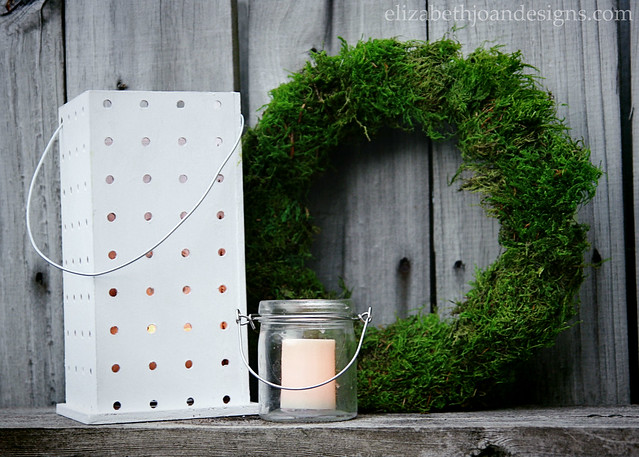 Lantern Candle Moss Wreath