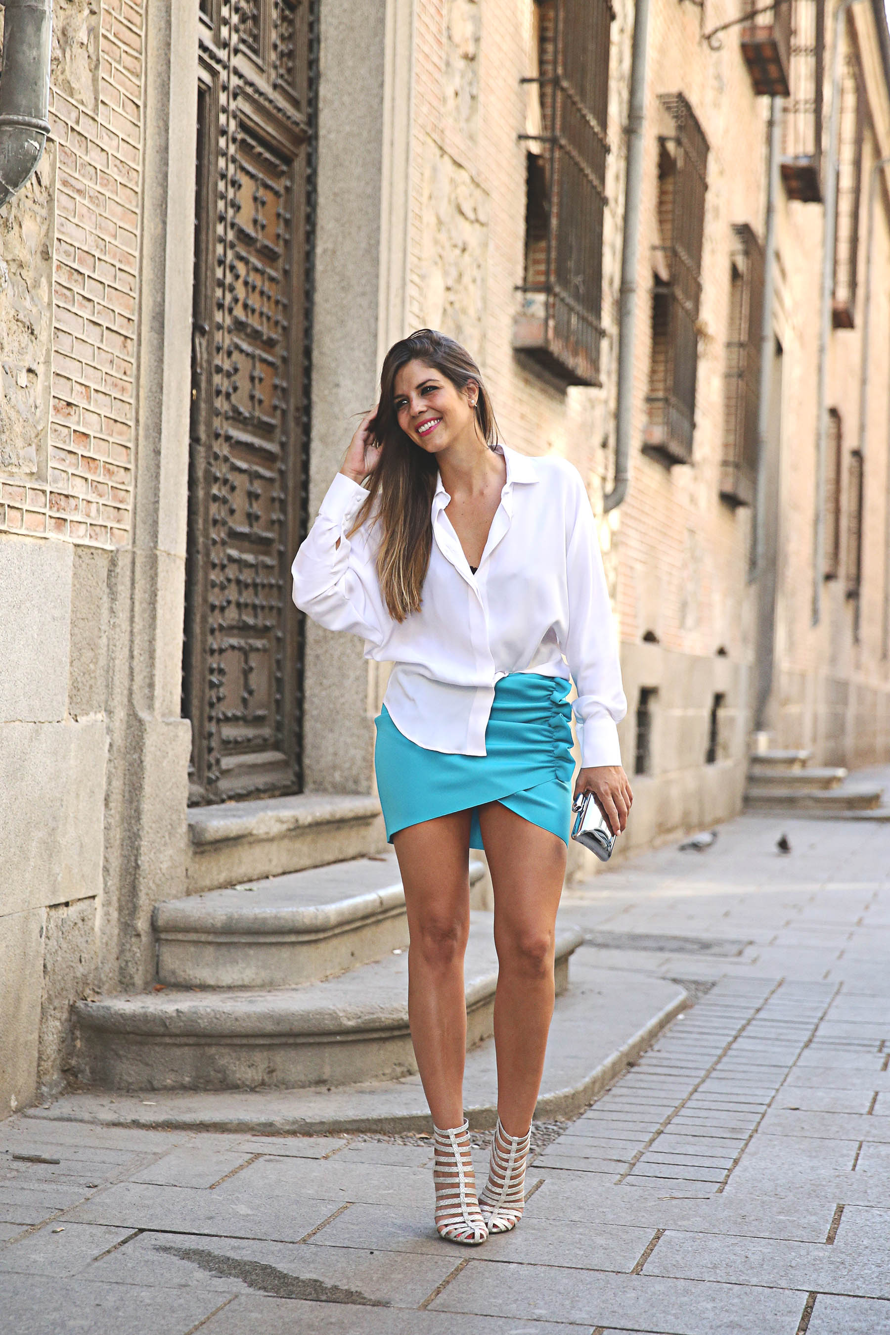 trendy-taste-look-outfit-street-style-ootd-blog-blogger-fashion-spain-moda-españa-lolali-blue-neopreno-azul-falda-blusa-bcbg-338-sandalias-serpiente-5