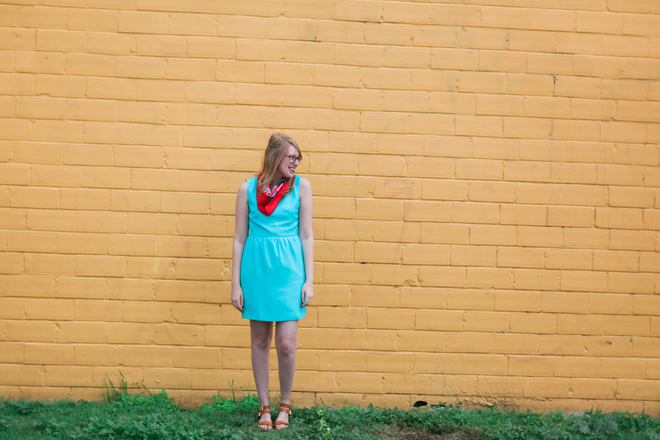 red-scarf-blue-dress6