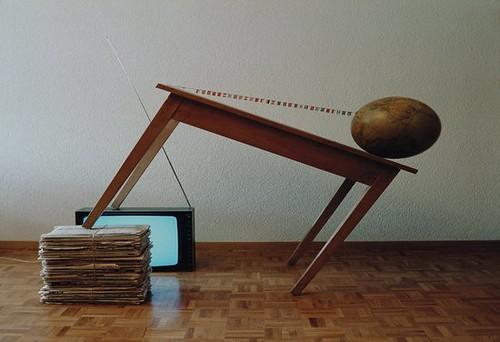 Rudolf Lichtsteiner, Tischgeschichten (Table Stories), Constellation 3, Image 3, 1983 © Rudolf Lichtsteiner / Fotostiftung Schweiz