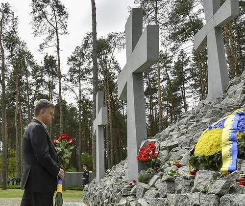 «Ніколи не допустимо нового червоного чи коричневого геноциду супроти українського народу», — глава держави