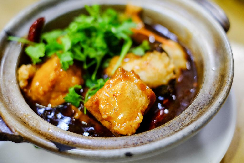 Kok Sen餐厅的粘土罐Yong Tau Fu