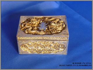 קופסת סיגריות שולחנית כחלק מהאוסף של קופסאות למוצרי עישון