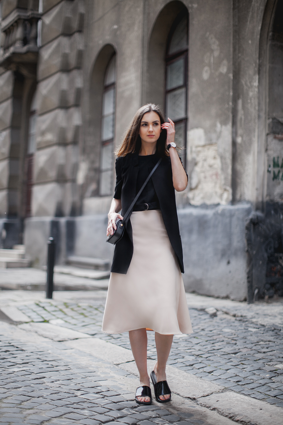 midi-skirt-streets-style-sliders-outfit