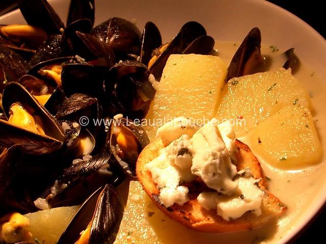Moules Sauce au Roquefort & Pommes de Terre Nature © Ana Luthi 09